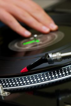 Free DJ Scratching The Vinyl Record Stock Photo - 17805190