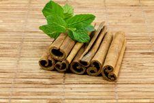 Free Cinnamon Sticks Royalty Free Stock Photos - 17806988