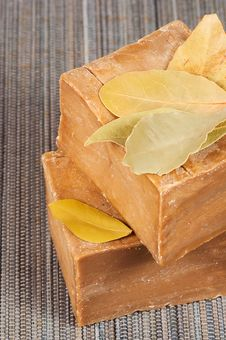 Free Traditional Laurel Soaps With Leaves Royalty Free Stock Photography - 17807847