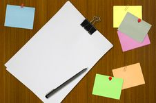 Free Colored Memo And White Blank Note Paper Royalty Free Stock Photography - 17811047