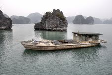 Free Boat In Halong Bay Stock Photo - 17812520