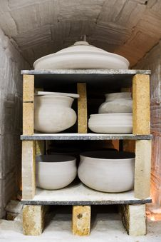 Free Pots In The Kiln. Stock Photography - 17816432