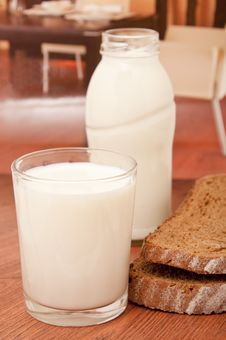 Free Milk And Black Bread Stock Photos - 17818733