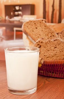 Free Milk And Black Bread Royalty Free Stock Image - 17818766