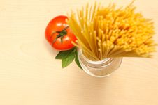 Free Pasta With Fresh Tomato And Basil Royalty Free Stock Image - 17821786