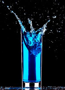 Free Blue Cocktail Splashing Stock Image - 17822081