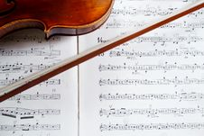Free Violin And Bow On Music Score Royalty Free Stock Photography - 17822767
