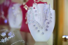 Free Shiny Earrings And Necklace Stock Photos - 17826023