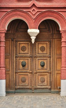 Free Old Wooden Door With Carved Ornament Royalty Free Stock Photos - 17832588
