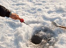 Free The Fisherman On Winter Fishing Stock Photos - 17834173
