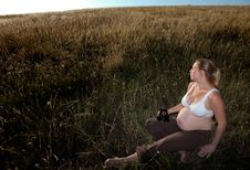 Free Young Pregnant Woman Sitting In An Open Field Royalty Free Stock Photo - 17834215