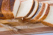 Free Fresh Bread With Ears Of Wheat Royalty Free Stock Images - 17834489