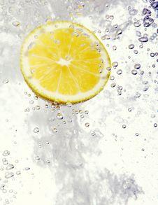 Free Lemon Dropped Into Water Royalty Free Stock Image - 17835026