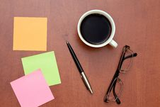Free Reminder Notes, Pen And Glasses With Cup Of Coffee Royalty Free Stock Images - 17837639