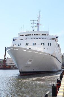 Free White Cruise Ship Royalty Free Stock Photos - 17845018