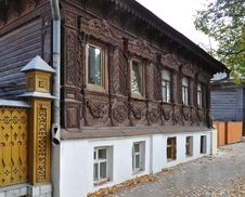Free Beautiful Wooden House With Carved Front Royalty Free Stock Photos - 17846658