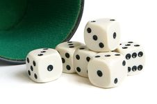 Free Dice Cup And Dice Royalty Free Stock Image - 17851866