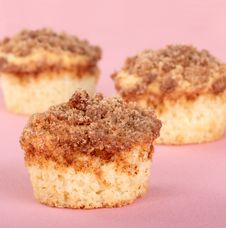 Free Crumb Cake Muffins Royalty Free Stock Photography - 17853657