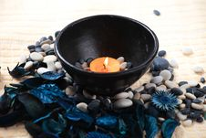 Free Candle And Potpourri Royalty Free Stock Image - 17860966