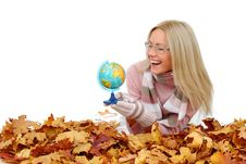 Free Woman Take Globe In Hands Royalty Free Stock Photo - 17870115