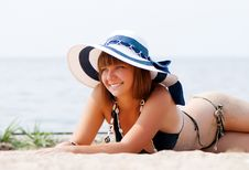 Free Young Woman Enjoying The Sun Laying On A Beach Royalty Free Stock Photos - 17871098