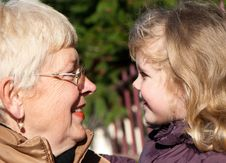 Free Happy Grandmather And Granddaughter Royalty Free Stock Photos - 17872128