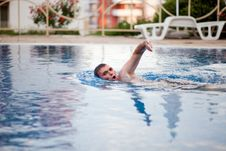 Free Man Swimming In Pool Royalty Free Stock Images - 17873959