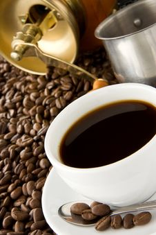 Free Cup Of Coffee And Grinder On Beans Royalty Free Stock Photo - 17876625