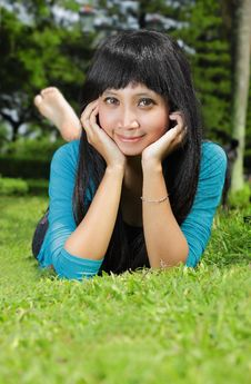 Free Exotic Asian Girl Smiling And Lying Down Royalty Free Stock Photos - 17879908