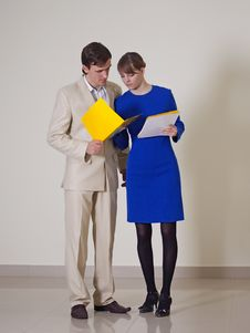 Free Office Staff To Discuss An Important Matter Stock Photo - 17881780