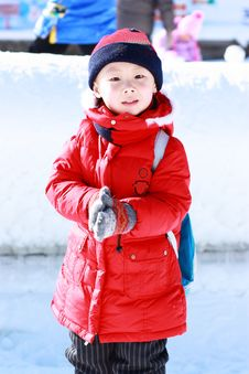 Free Asian Boy Is Playing Snow Royalty Free Stock Images - 17881879