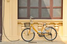 Free Yellow Bicycle Stock Images - 17883494