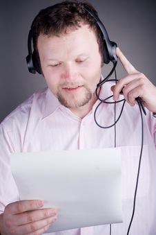 Free Smiling Male Customer Service Operator In Headset Stock Image - 17883541