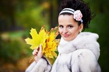 Free Style Happy Bride With Yellow Leaves Royalty Free Stock Photo - 17884175