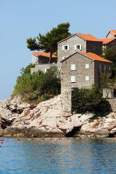 Free Villas Of Hotel Sveti Stefan. Royalty Free Stock Photo - 17886195