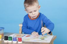 Free Boy Draws Pictures Royalty Free Stock Images - 17886269