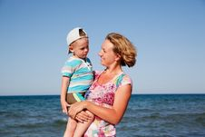 Free Happy Mum And The Son On A Beach Royalty Free Stock Images - 17886289