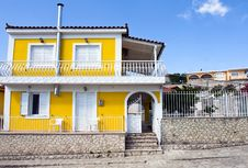 Free Yellow House Royalty Free Stock Photos - 17890448