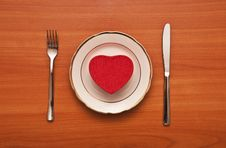 Free Red Heart On A White Plate Stock Photography - 17890722
