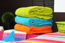 Free Bath Towels. Isolated Royalty Free Stock Images - 17894609