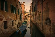 Free Old Venice Canal Royalty Free Stock Photos - 17897618