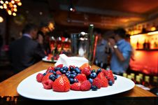 Free Berry Desserts With Strawberries And Blueberries Royalty Free Stock Images - 17903719