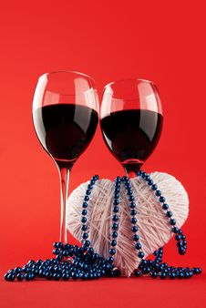 Free Two Glasses Of Wine And A Heart Royalty Free Stock Image - 17905756