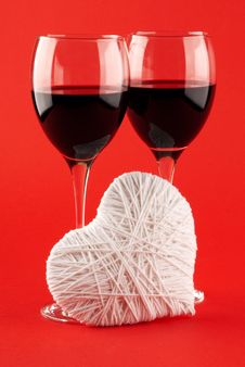 Free Two Glasses Of Wine And A White Heart Made Of Wool Stock Photos - 17905943