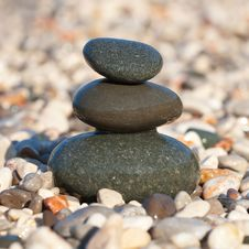 Free Pyramid Made With Wet Pebble Stones Stock Photography - 17906442