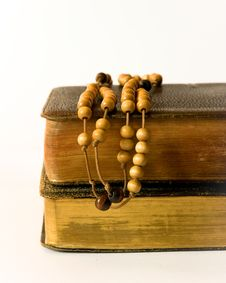 Free Rosary Beads And Breviary Royalty Free Stock Photo - 17909965