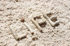 Free White Sand And Corals Royalty Free Stock Photography - 17909997