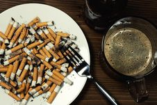 Free Plate With Cigarettes Stubs Stock Photography - 17910712