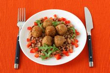 Free Chicken Meatballs With Beans And Pepper Royalty Free Stock Images - 17912289