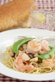 Free Shrimp And Linguine Royalty Free Stock Photo - 17912915